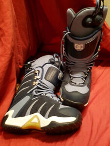 DC PUMP UP SNOWBOARD BOOTS WOMAN'S SIZE 11