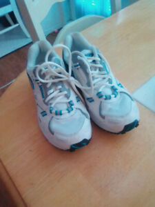 Brand new size 6 Saucony running shoes