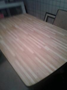 Table de cuisine et 4 chaises remboursées