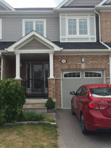 EXCELLENT 2 STOREY TOWNHOUSE FOR RENT IN WHITBY!!