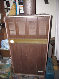 SPACE HEATER WITH ATTACHED 5 GALLON TANK
