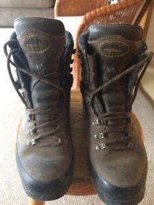 hiking boots Meindl (German) size 9  (43eu)