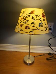 Lampe de table ou de chevet.