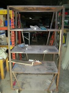 Steel shelves with castons