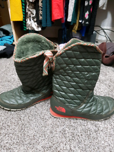 North face boots (size 7)