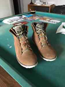North Face boot (barely used) Windsor Region Ontario image 2