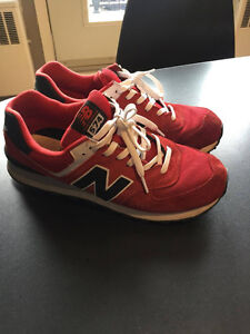 Souliers New Balance 574, rouge, taille 10.5
