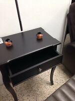 Table d'appoint en bois antique noir
