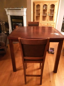 Free high table with chairs - Table haute gratuite avec chaises