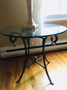 Table bistro en vitre / base en fonte travaillée
