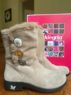NEW Alegria winter boots Size 36 (never been used)