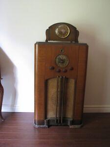 OLD FLOOR MODEL RADIO