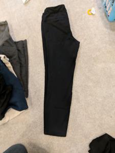 Maternity pants size small