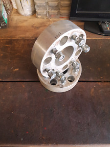 """Gm \ Chevy  2"""" wheel spacers 6 bolt."""