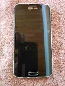 Samsung 5 and iPhone 4s for sale