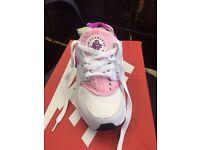 Nike air huaraches pink white