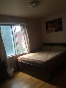 BEAUTIFUL LARGE SINGLE ROOM AVAILABLE IN 5 1/2 DUPLEX