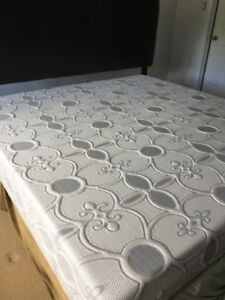 "Reduced price - 10"" memory foam king size mattress"