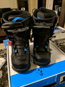 BRAND NEW Womens size 6 snowboard boots