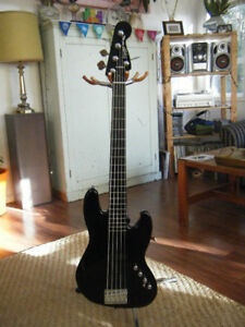 Squier Deluxe Jazz Bass Active V 5-String bass