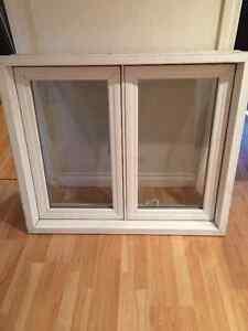 Fenêtre en PVC (blanche) à manivelle (1)