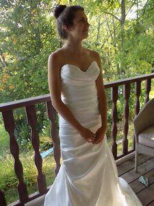 Gorgeous Mermaid Style Satin Gown - size 4, worn once