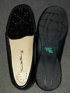 Black loafers size 5.5 (Thom McAn)