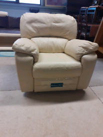 Recliner Cream Leather Chair 🤩excellent condition 🤩