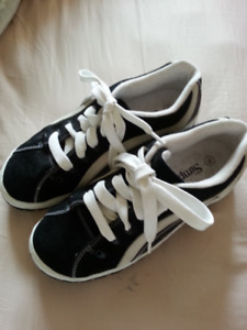 BLACK  BOARDER  SHOES  ...  SIZE  11