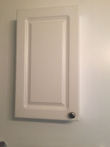 White Medicine Cabinet for the Washroom - Excelled condition