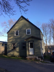 PRICE REDUCED!!!!*** Great starter home