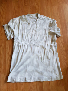 Men's Lululemon T Size Small.  Fits women's 8 to 10