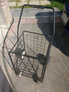 4 wheel rolling utility cart in Good Condition Foldable