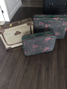 4 Suitcases checked or carry-on Langley