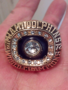 MIAMI DOLPHINS LARGE HEAVY SUPER BOWL CHAMPIONSHIP RING. REPLICA