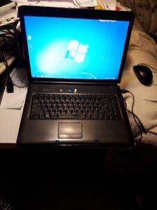 ordinateur portable Dell,Laptop,très bonne batterie,prises USB
