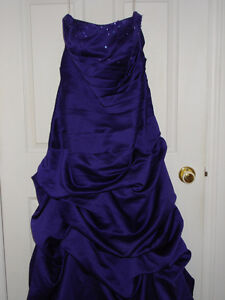 PROM DRESSES OR OTHER - ROBE DE BAL