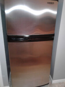 Frigidaire stainless 400$