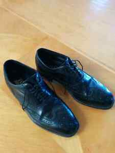 Excellent condition Florsheim size 10.5 D shoes