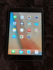 iPad mini 1st gen like new comes with box and case