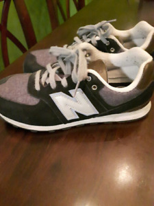 New Balance 574 size 5 youth