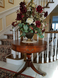 Solid mahogany round accent table