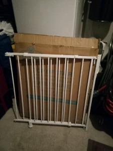 Barrière pour enfant / chien pour escalier avec poteau en bois