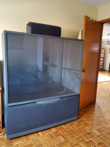 "Massive 61"" Vintage Toshiba TV [Rear Projection TV, 61HX70]"