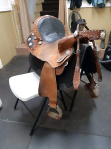 Double t saddlery barrel saddle and headstall