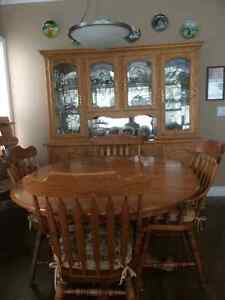Solid oak hutch with table and 6 chairs