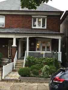 Gorgeous 3 Bedroom Apt. Downtown Toronto Utilities Laundry Incl.