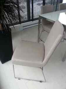 4 Chaises a table / 4 kitchen table chairs