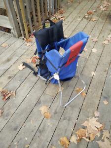 Porte-bébé de randonnée avec armature