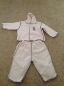 Lot of 19 girl's clothes size 6-9 months, Fall/Winter Kitchener / Waterloo Kitchener Area image 5